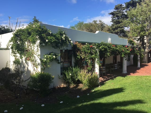 Pomegranate Cottage, Hout Bay - Cape Town - House