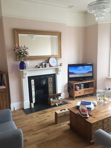 Pretty double room conveniently located in Zone 2
