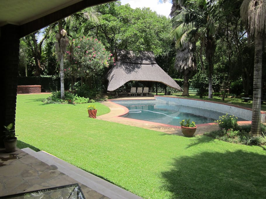 Two bed cottage exceptional quiet spacious modern for Beds zimbabwe