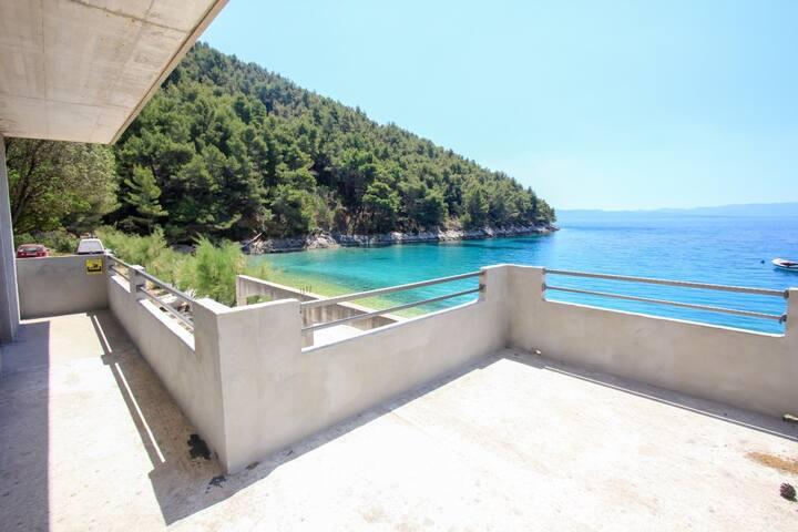 Robinson Beachfront Apt with Balcony & Sea View