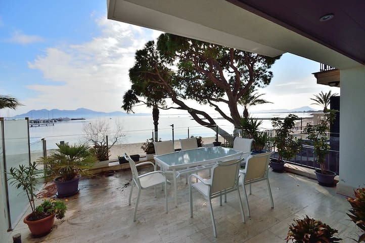 Beach front Aprtment with dinning terrace - Illes Balears