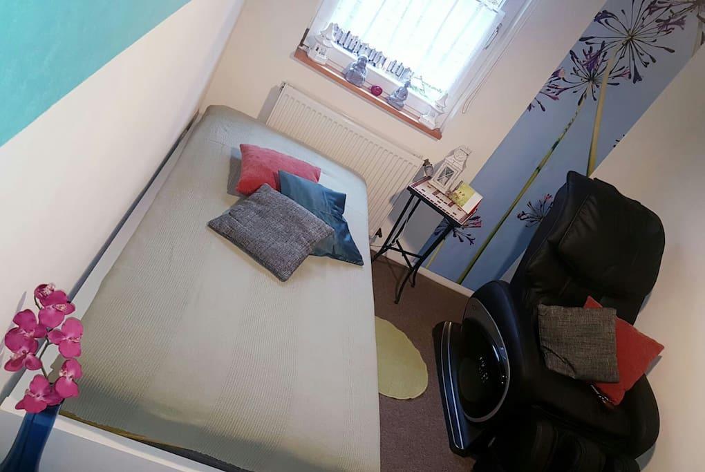 Zimmer mit Massagesessel