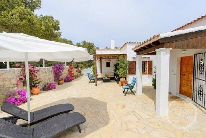 Spacious house and studio near Cala Llenya - Santa Eulària des Riu - Villa