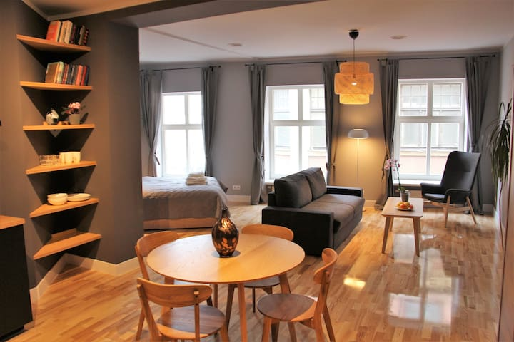 Fresh & Cosy apartment in Old town near the River!