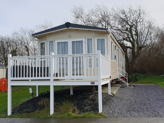 Modern cosy caravan for rent with views of sea
