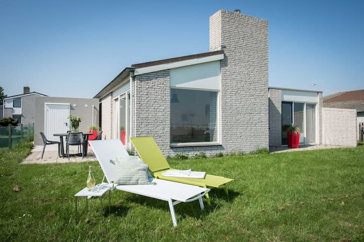 Striking Holiday Home in Kamperland with Sun Loungers
