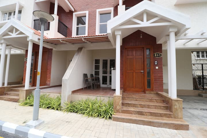 Welcome to Serenity! Sanitized & Disinfected Villa at Prestige Augusta
