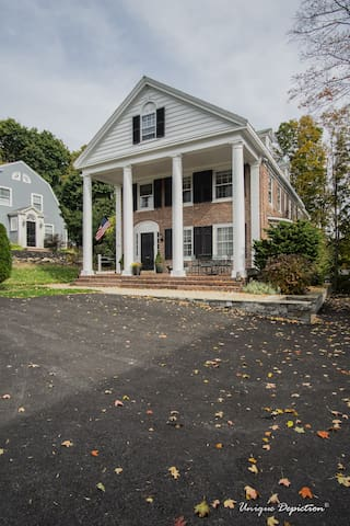 2 Bed/2.5 Bath Townhouse in Historic Shawsheen AND