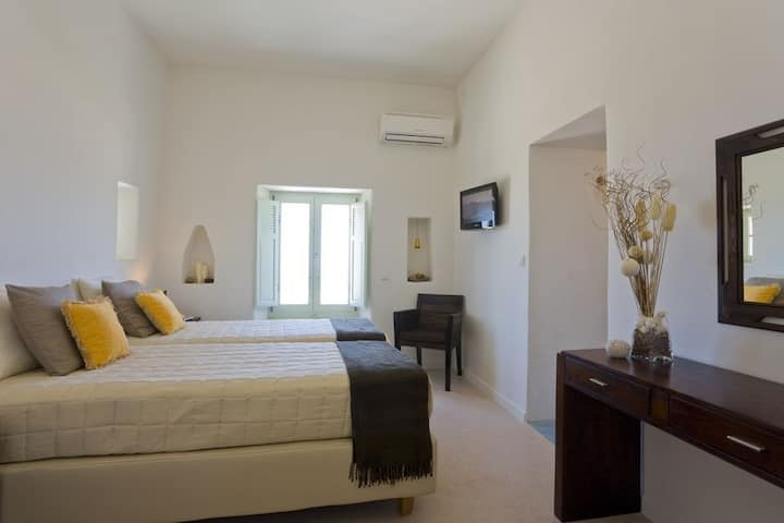 R 933 Aileen Villa with Garden View, Outdoor Jacuzzi & House Wine and Fruit Basket upon arrival - Br