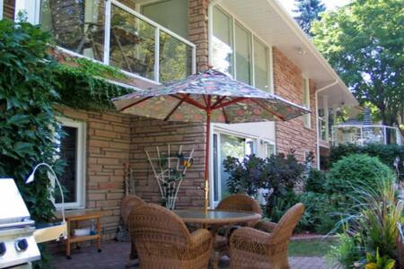 Waterfront, beaches, golfing,  and wineries - Quinte West - Hus