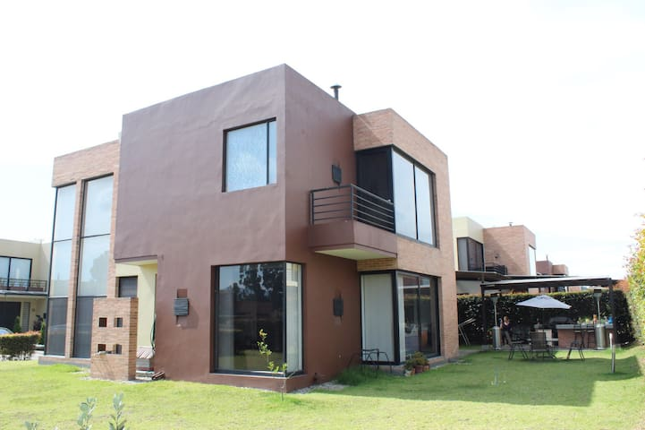 Habitación privada en espectacular casa campestre