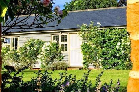 Charming cottage in idyllic setting