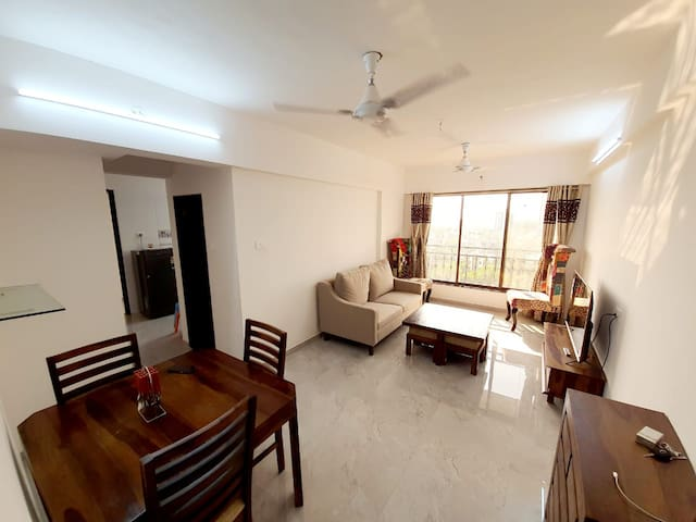 SPACIOUS  2 BHK IN ANDHERI WEST MODEL TOWN