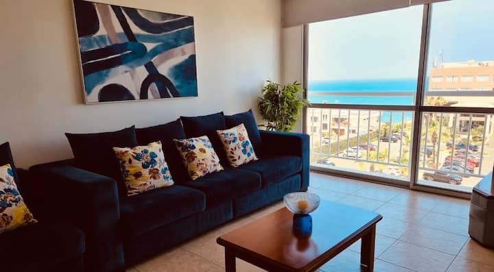 Amazing beachfront apartment w/pool & jacuzzi