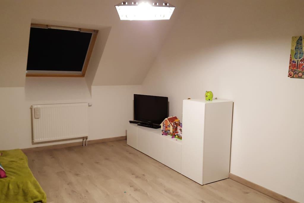 chambre spacieuse au calme avec t l vision maisons louer coutiches nord pas de calais. Black Bedroom Furniture Sets. Home Design Ideas
