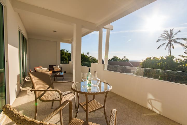 Luxury 2 bed; sea views, pool & private beach