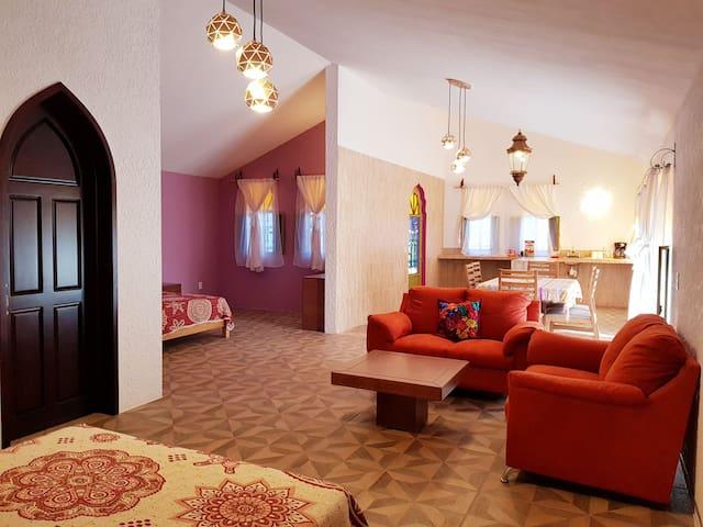 Espaciosa Villa con Hermosa Vista- Riad Oriental