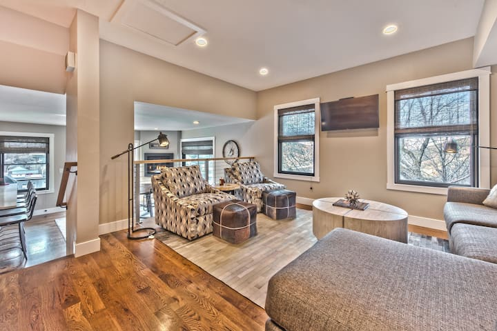 Living Room with Hardwood Floors, Contemporary Furnishings, Smart TV Overlooking Kitchen and Dining Area