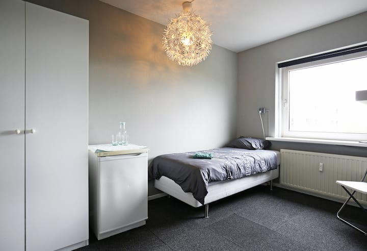 Nearby CAE, AMS, Schiphol, Haarlem,  Free parking,