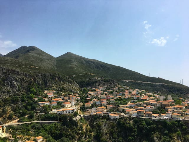 Sunny flat in center of Dhermi w/ gorgeous views!