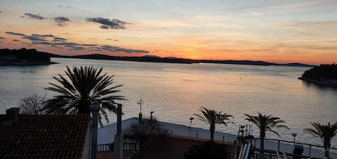 1. Studio Apt. with Amazing sea view, Hvar Center