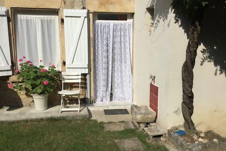 Petite maisonnette de campagne