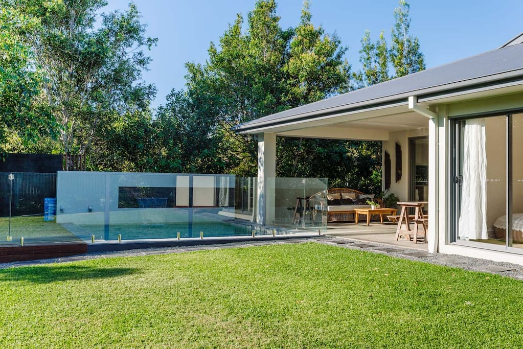 Large grassed area with 5x5m plunge pool and undercover dining area. This spot is out of the wind and is perfect for entertaining.