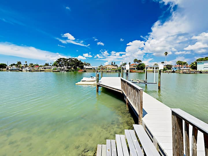 WATERFRONT 4BR/3BA w private dock/boat lift