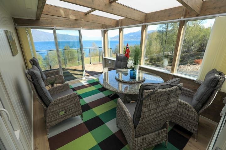 New cottage with amazing Fjordview in Balestrand