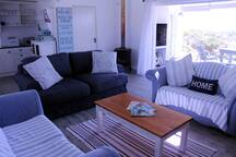 Live out onto the fynbos and 180 degree view of the Atlantic ocean