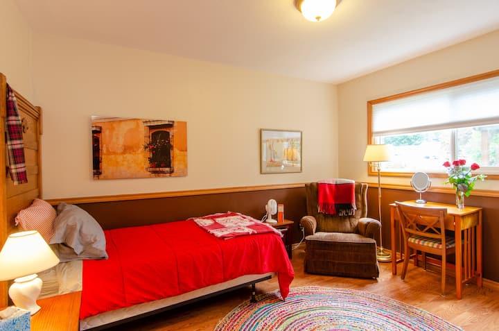 Sarah's AirBnB - Fireside Room