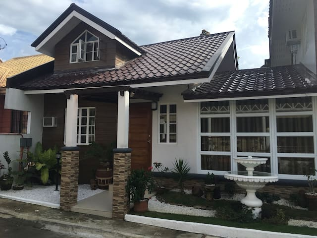 Vacation House Metro Tagaytay - Alfonso - Rumah