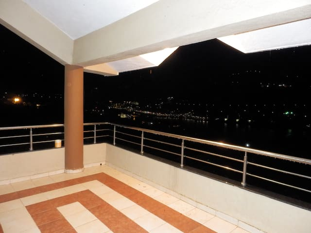 Hill View Street Bungalow with mesmerising views! - Lavasa - Flat