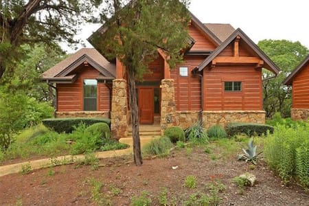 Hill Country Lake Serenity Log Home - Hus