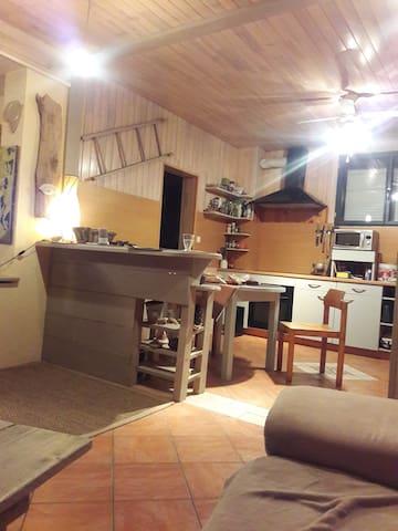 Chambre dans maison de campagne. - Chartèves - House