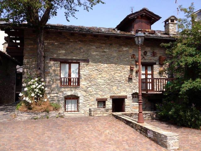 Accogliente casa in pietra nel centro storico