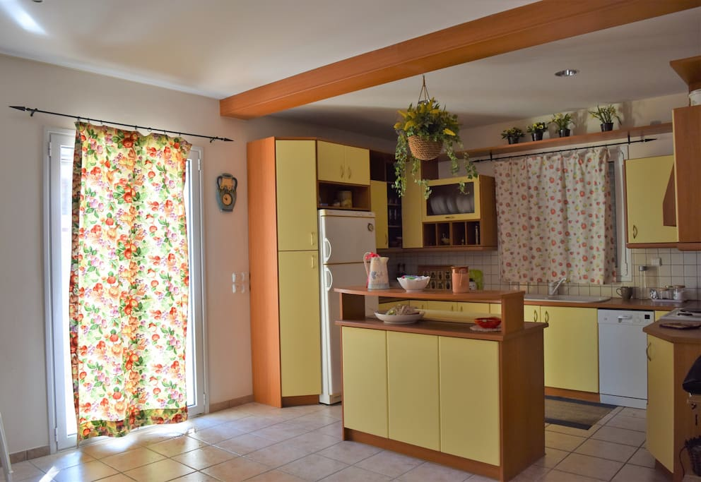 Fully equipped kitchen with fridge, freezer and dishwasher
