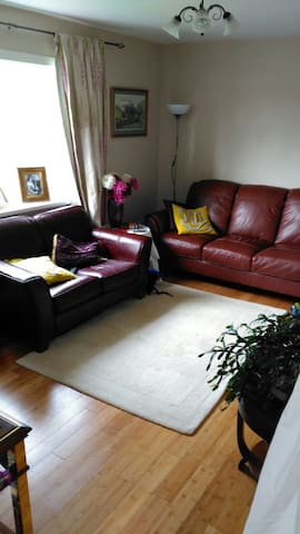 Central based room - A doorway to Pembrokeshire - Haverfordwest - Casa