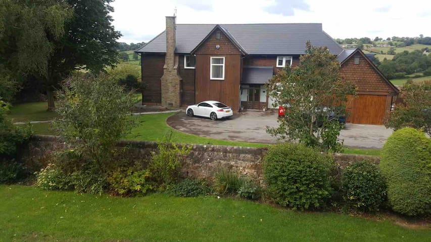 Sleeps up to 16 Near Ashbourne - Mayfield View