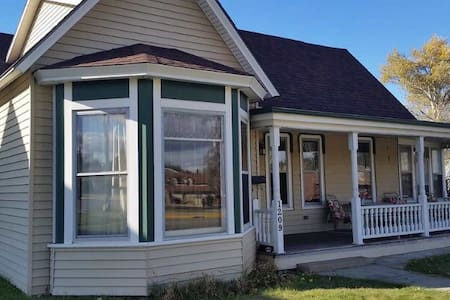 Historic home 2 blocks from Main St - Sturgis