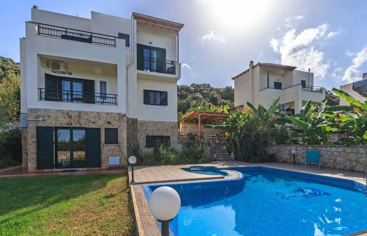 Gavalochori Villa, 4 BD, private pool