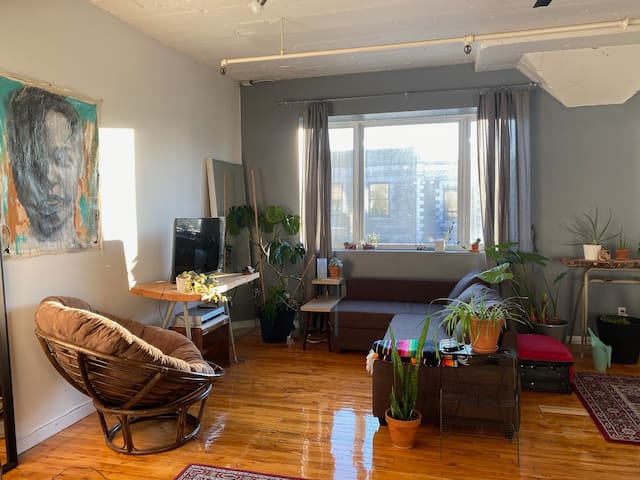 Mile End Loft in the PERFECT location