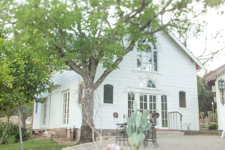 Versatile Victorian just 3 miles from Calistoga