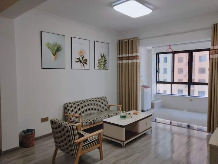 中式风格 落地窗豪华大床  麻将休闲房