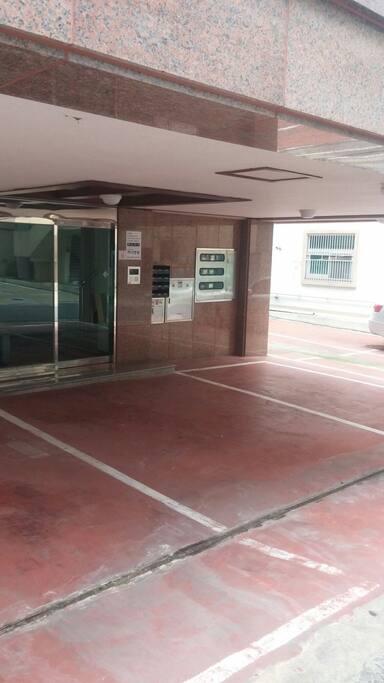 건물 입구입니다. 여느원룸건물과같이 자동보안되는 건물입니다