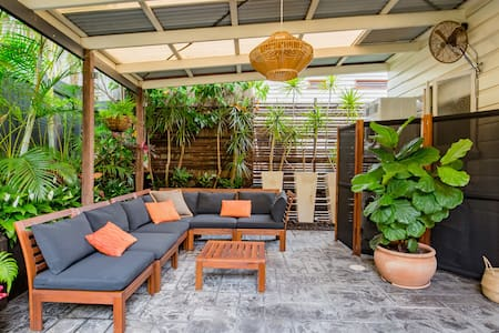 Quaint, Airy Cottage in the Heart of Historic Paddington