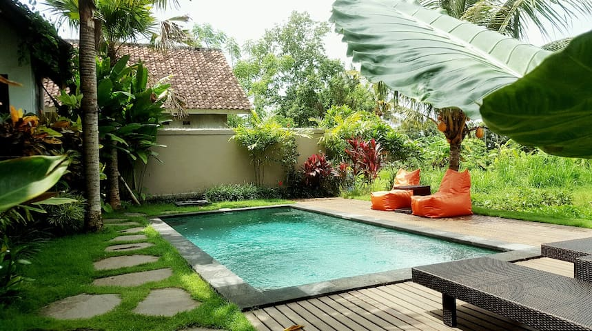 Basri Villa, 5 min. from Center with pool and wifi