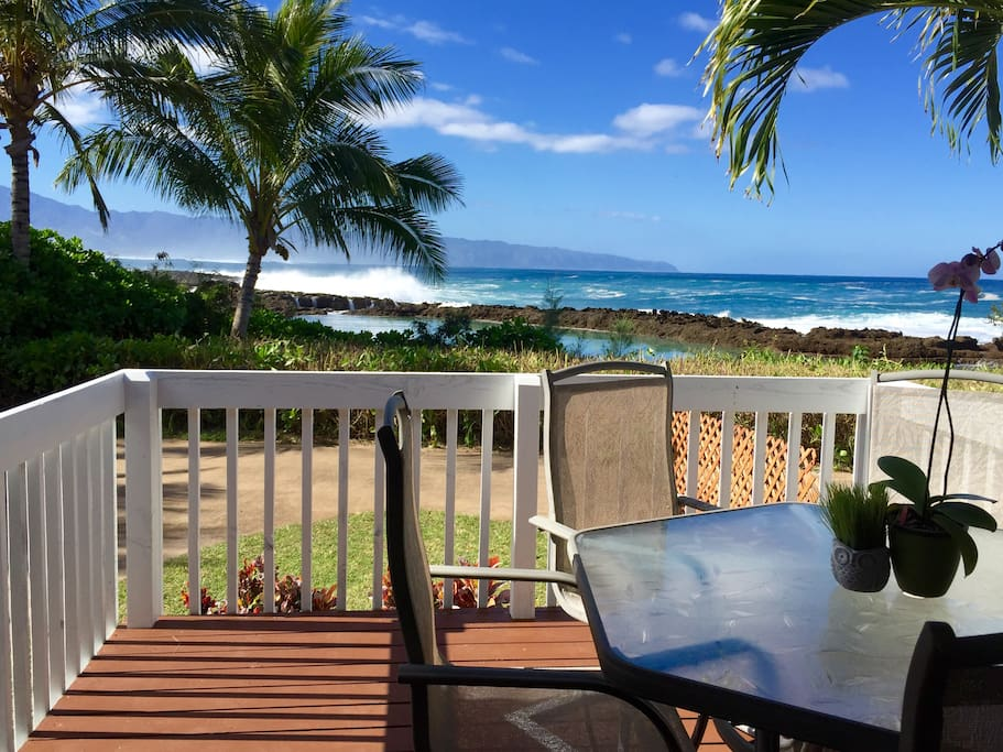 Oceanfront Lanai with dining space for 6