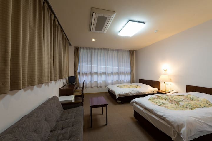Yugahora Twin room with unit bath and breakfast