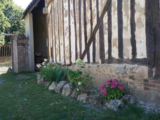 Une grande maison à la campagne - Fruncé
